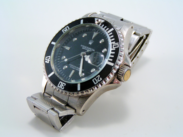 a high end watch, one of many items that Modell Loans Accepts as Collateral