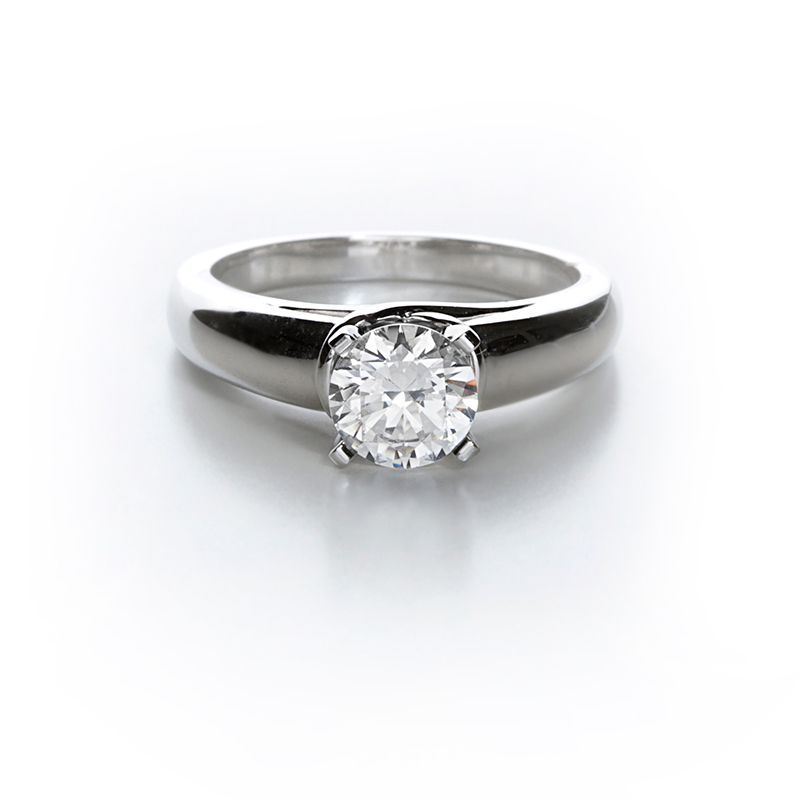 platinum ring with solitaire diamond